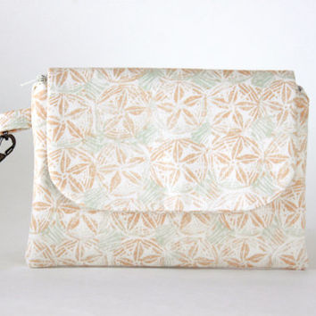 Wristlet in Sand Dollar Pattern, Stylish Summer Wrist Wallet, Zippered Pouch and Wallet, Small Hand Bag