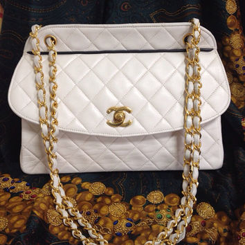 Vintage Chanel white  lambskin leather oval shape 2.55 chain shoulder bag with black trimming and CC closure. Rare purse