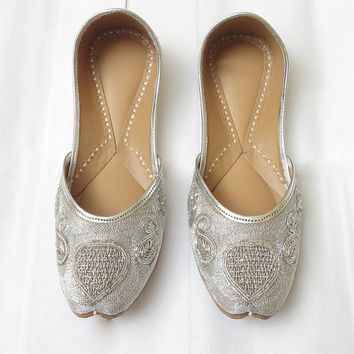 Bridal Flat Shoes/ Sequence Heart Shoes/ Handmade Designer Women Flat Shoes/ Ballet Flats/ Indian Shoes/ Ethnic Shoes/Punjabi Bridal Jooti/