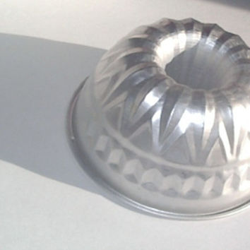 Vintage Cake Pan or Jello Mold by houseofheirlooms on Etsy