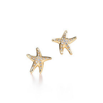Tiffany & Co. -  Elsa Peretti® Starfish earrings with diamonds in 18k gold.