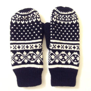 Knit Winter Gloves Mittens Fleece Lining  Women Traditional Scandinavian Pattern Fair Isle Knit Fashion Accessories Christmas Gift Ideas