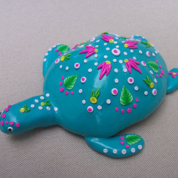 Sea Turtle decorated sea shell polymer clay by FlowertownOriginals