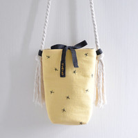 Darkness Star, light yellow simple shoulder bag, black star pattern