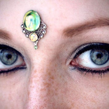 Olivine Bindi, tribal fusion, bellydance, forehead jewelry, peridot, green, silver, fantasy jewelry, third eye chakra, fairy gem, wicca, fae