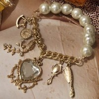 Big Pearls Mirror Horse Decorated Bracelet : Yoco-fashion.com
