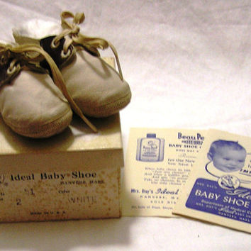 1950s Vintage Mrs. Day's Ideal Baby Shoes with Original Box and Original Pamphlets, Size 2