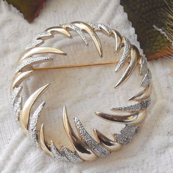 Vintage Sarah Coventry Gold & Silver Round Swirl Pin/Brooch PRISTINE