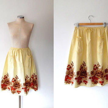 Cream flower print apron skirt / red / brown / vintage / 1960s / tie / elasticated / cream skirt / summer / flared / cotton midi skirt