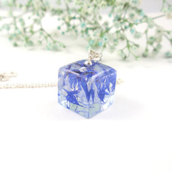 Resin Pendant Necklace - Real Pressed Flower Resin Jewelry,  Botanical Pendant, Resin Necklace, Floral jewelry, Cube 3D flowers