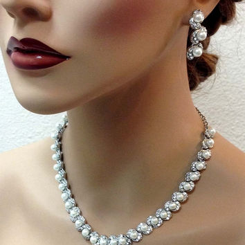 Wedding jewelry set, Bridal jewelry set, pearl cluster necklce earrings, pearl crystal necklace, bridesmaid jewelry set