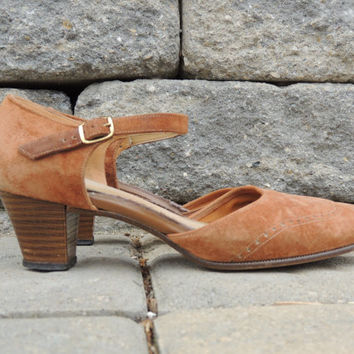 Oxford Heels / Suede Oxfords / Tan Suede Shoes / Vintage Oxfords / Wooden Heels / Ankle Strap Shoes / Camel Color / Casual Heels / Boho Chic