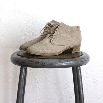 Vintage 80s Tan Canvas Pointed Lace Up Booties // Witch Ankle Boots Sz 9