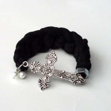 Sideways Cross Bracelet by krochetlady on Etsy