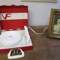 Vintage Vanity Fair Turntable, Phonograph, Record Player. Red and White Turntable. Vanity Fair Turntable Model 99 Works too.