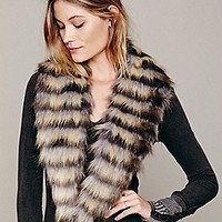 Oversized Faux Fur Collar at Free People Clothing Boutique