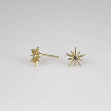 14K solid gold starburst cz earrings, 14k everyday Earrings, 14k dainty earrings, Gold mini Earrings,star stud earrings,14k star cz earrings