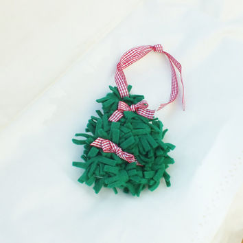 Christmas Tree, Felt Decoration, made in UK, Tree Hanging for Christmas, Gingham ribbons