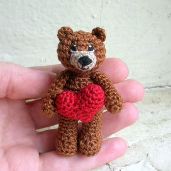 Miniature bear with crochet heart, tiny crochet miniature bear, artist bear, stuffed bear, soft small toy, collectible toy, miniature doll