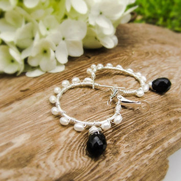 Black and white pearl hoop earrings Black and white earrings,black and white wedding earrings,modern black and white jewelry,wire work hoops