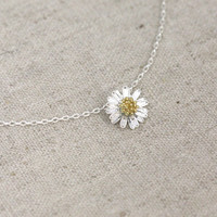 Tiny Daisy Flower Necklace on Luulla