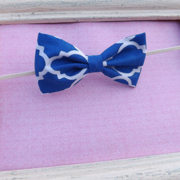 Blue and white quatrefoil  fabric bow headband plus a set of pigtail fabric bows.  Piggy Bow set for babies, toddlers, and girls.
