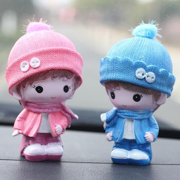 2pcs/lot Cute Cartoon Resin Miniatures Figurine Model Craft Car Ornaments Sweet Couple Dolls Auto Interior Decoration Ornaments