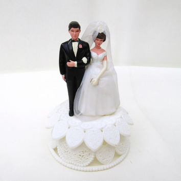 1950s Wedding Cake Topper / Bride and Groom Cake Topper /  Hearts Pedestal / Dark Haired Couple