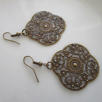 SALE - Antique bronze skeleton daisy flower earring - clearance earrings - flower earrings - daisy earring - bronze earrings - flower dangle