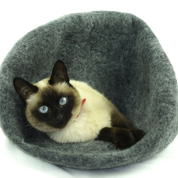 Cat cave, house, bed, nap cocoon from natural felted wool. FREE shipping to EU and US. Color dark grey. Size M.