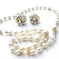 Vintage Pearls Necklace & Earrings Set