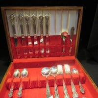 Daybreak-Elegant Lady Silverplate 1952, Rogers and Bros by International Silver,Service for 6 , 30 pieces  (1548)   ***