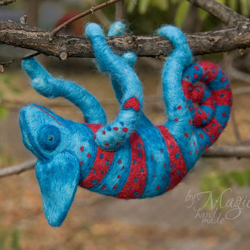 Needle felt chameleon, wool toy, chameleon toy, custom sculpture, felted reptile, soft animal toy, chameleon art