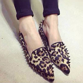 THINKTHENDO Fashion ladies Pointed shallow mouth flat shoes Leopard