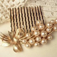 True Vintage Ivory Pearl Brushed Gold Floral Spray Bridal Hair Comb Rose Gold Heirloom TRIFARI Signed Brooch to Wedding Hairpiece Haircomb