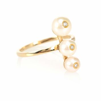 Ménage à Trois 14kt gold pearl and diamond ring