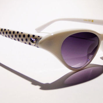 FREE SHIP usa! White cat eye sunglasses with black polka dots on the side / old hollywood cat eye glasses / 1950's sunglasses / vintage