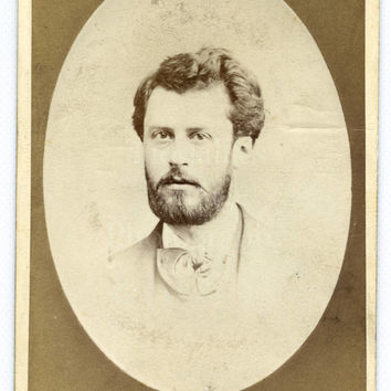 CDV Photo Victorian Handsome Bearded Young Man, Bow Tie, Vignette Portrait - Old Brompton London - Carte de Visite Antique Photograph