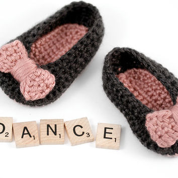 Newborn Crochet Ballet Shoes // Gray and Pink Ballet Slippers // 0 to 3 Months // Baby Girl Booties