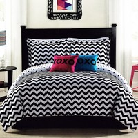 Chevron Stroll Reversible Comforter Set (Black)