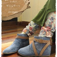 Eye-catching combination of fresh, kuttari denim short boots. Light and tend to be heavier boots styles are refreshingly light-colored denim. Easy fit any style, use the long season. (Not available) Mori girl