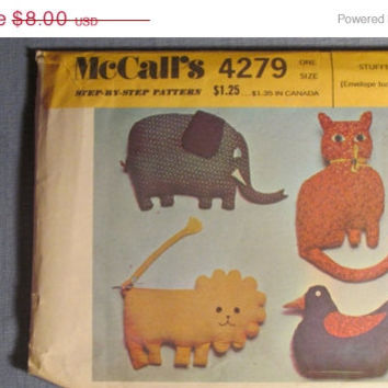 SALE 1970's McCall's Sewing Pattern, 4279! Stuffed Pillow toys! Cats/Lions/Ducks/Elephants/Chickens/Stuffed Animals/Arts Crafts/Animal toy