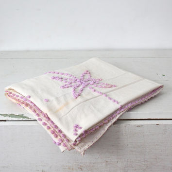 vintage 1920s candlewick bedspread. Full-Queen. Hand tufted lavender purple chenille, ivory cotton muslin. Spring hues, cottage home decor