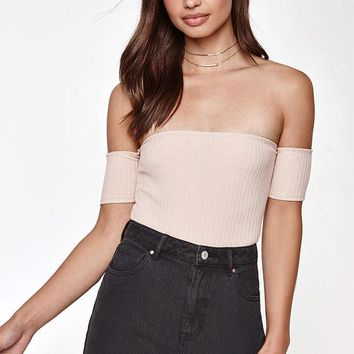 ONETOW Kendall and Kylie Off-The-Shoulder Ribbed Crop Top at PacSun.com