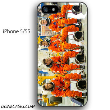 one direction nasa suit drag me down iPhone 5 / 5S Case