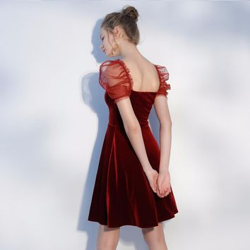 Fashion Burgundy Taffeta V Neck Backless Short Cocktail Dresses Mini Pleat Cap Sleeves Cocktail Dress