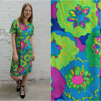 60s psychedelic floral print babydoll dress / flower power empire waist trapeze dress