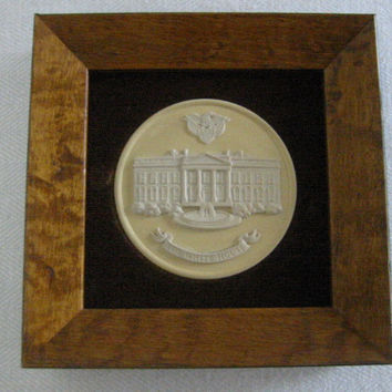 The White House Wedgwood Collector Society England Medallion Cameo Icon