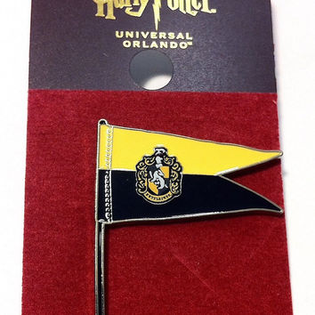 Universal Studios Harry Potter Hufflepuff Pennant Pin New with Card
