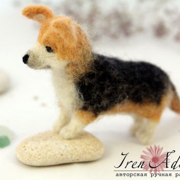 Corgi wool miniatures, welsh corgi pembroke needle felted toy, natural wool dog, miniature toys, mini pet